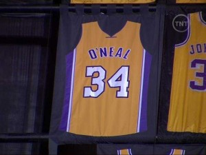 lakers-fans-chant-we-want-phil-during-shaquille-oneals-jersey-retirement-ceremony